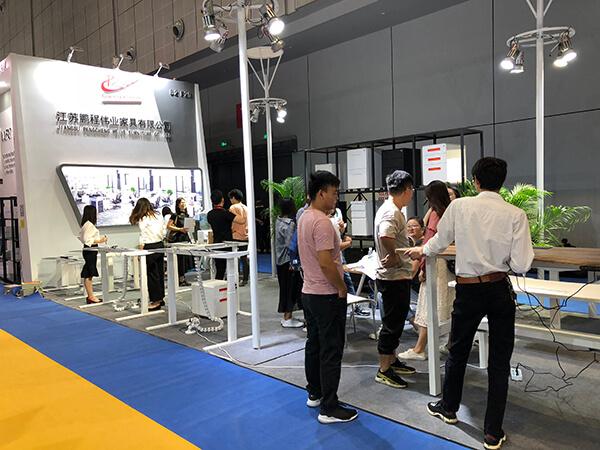 Pengcheng height adjustable standing desk on 2018 CIFF Shanghai Day 2