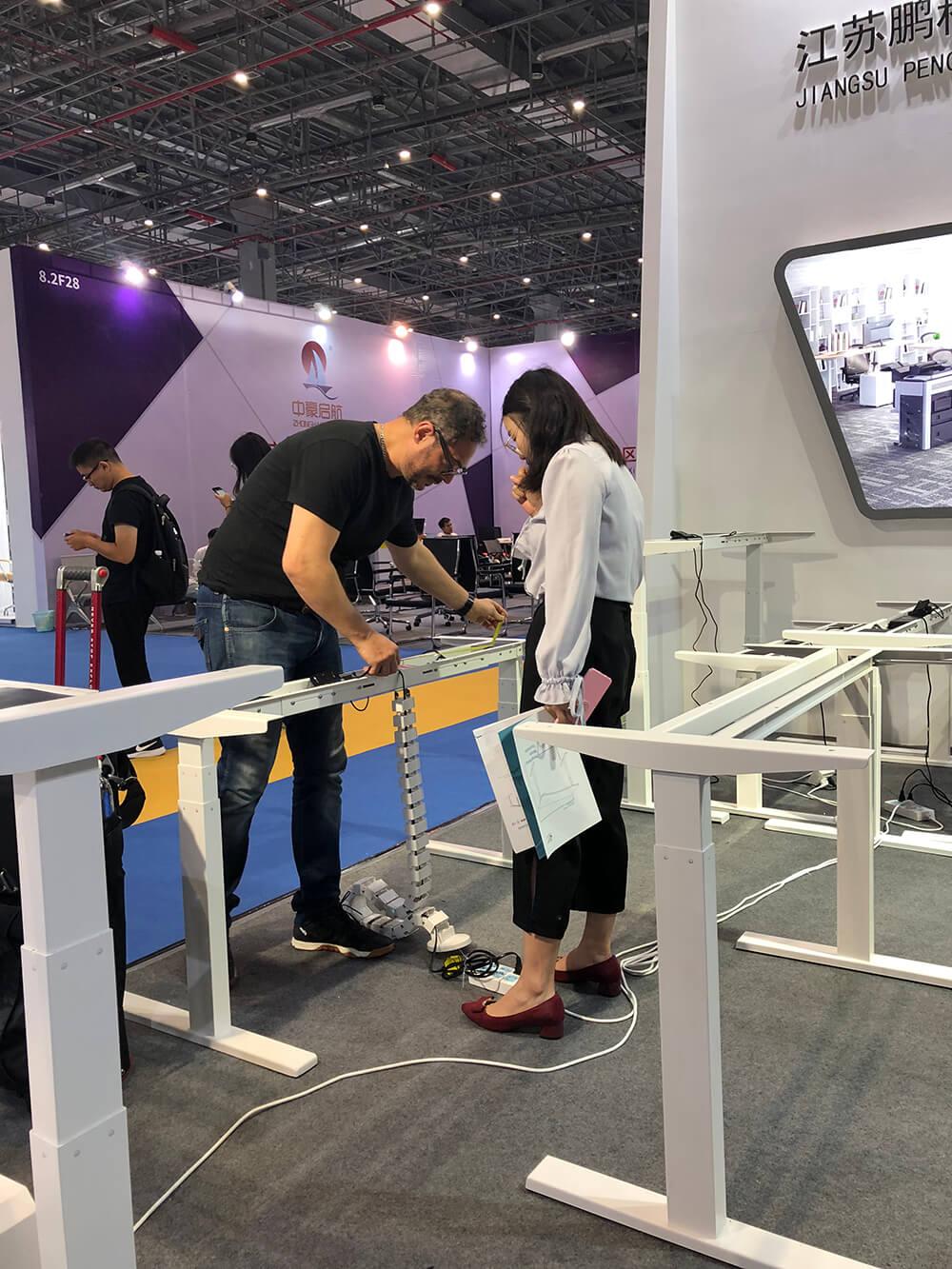 Pengcheng electric height adjustable standing desk